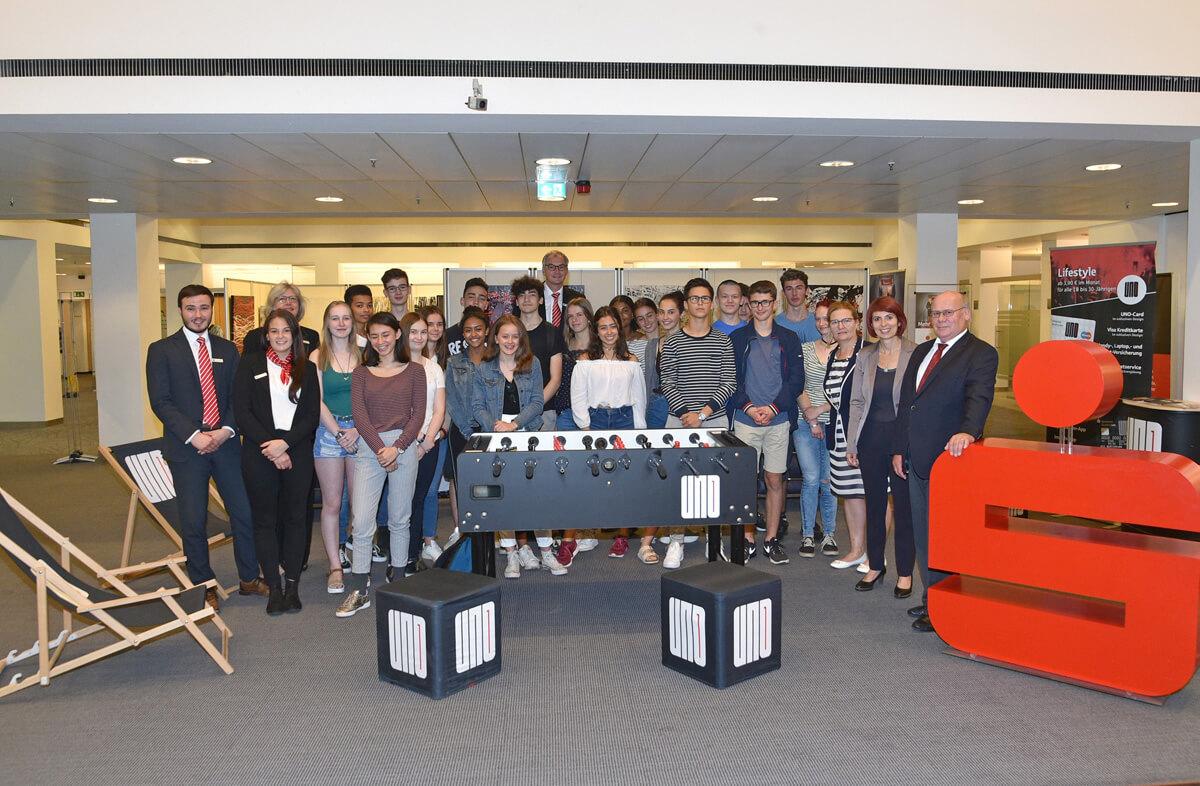 Deutsch-Französischer Entdeckungstag in der Landeshauptstadt:  Schülerinnen und -Schüler der Seconde ES besuchen die Sparkasse Saarbrücken