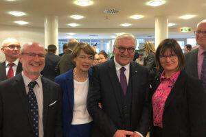 DFG-Schulleitung Mme Alofs und Herr Bächle mit Bundespräsident Steinmeier