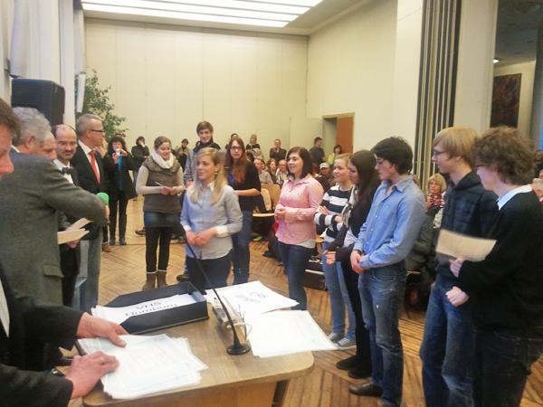 Diplomübergabe der DELF/DALF-Zertifikate für 12 DFG-SchülerInnen im Bildungsministerium