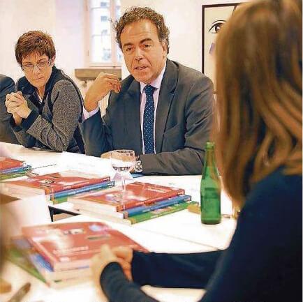 DFG-Schüler in Diskussion mit Frankreichs Bildungsminister
