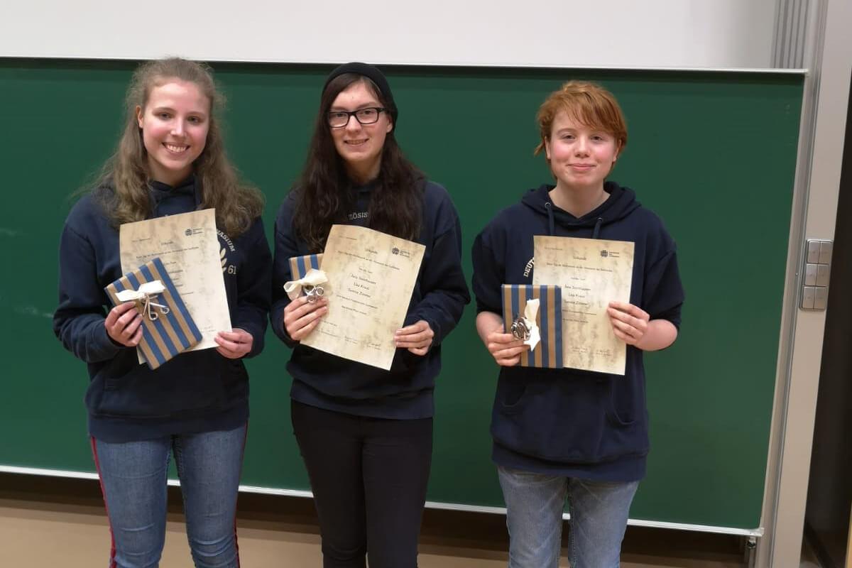 Une équipe de filles du LFA obtient la 3ème place au concours par équipes » Journée des mathématiques»