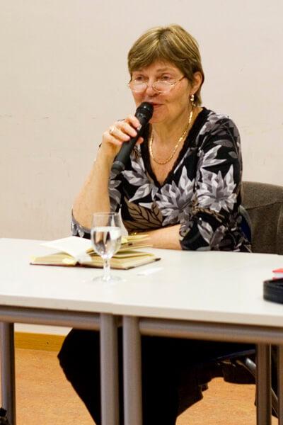 """Lesung aus dem Roman """"Spatzenkirschen"""" von Ellen Widmaier"""