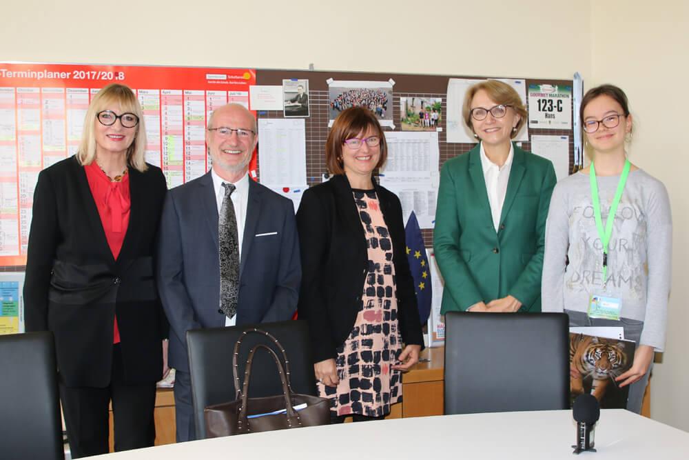 L'ambassadrice de France en Allemagne Anne-Marie Descôtes en visite au LFA