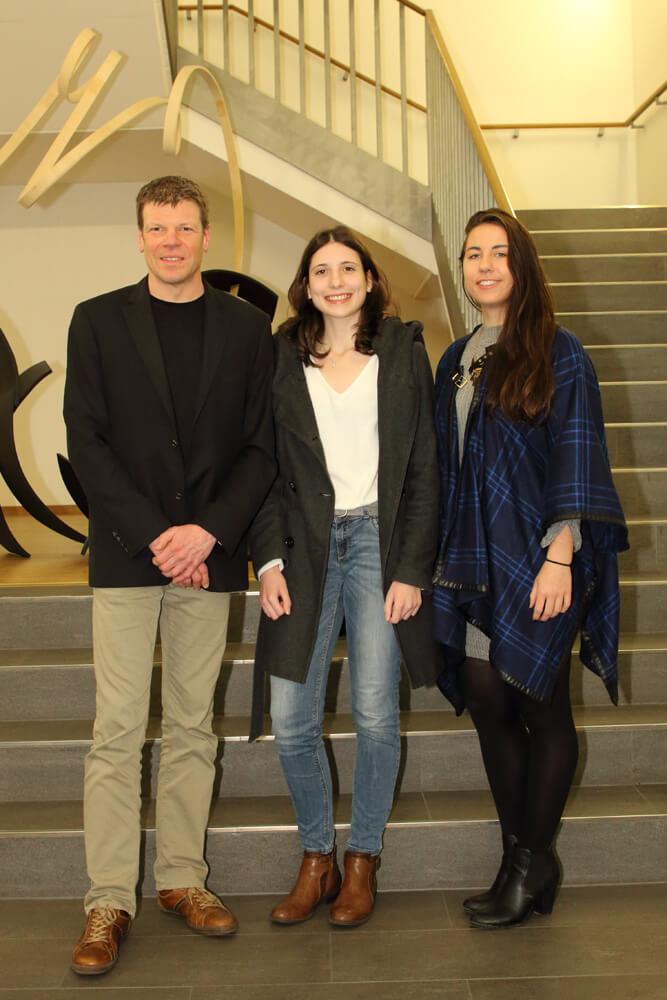 Elisa Gelz und Carolyn Gläsener im Bildungsministerium geehrt