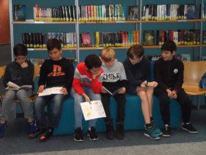 Klasse 6e1 in der Stadtbibliothek und auf dem Weihnachtsmarkt
