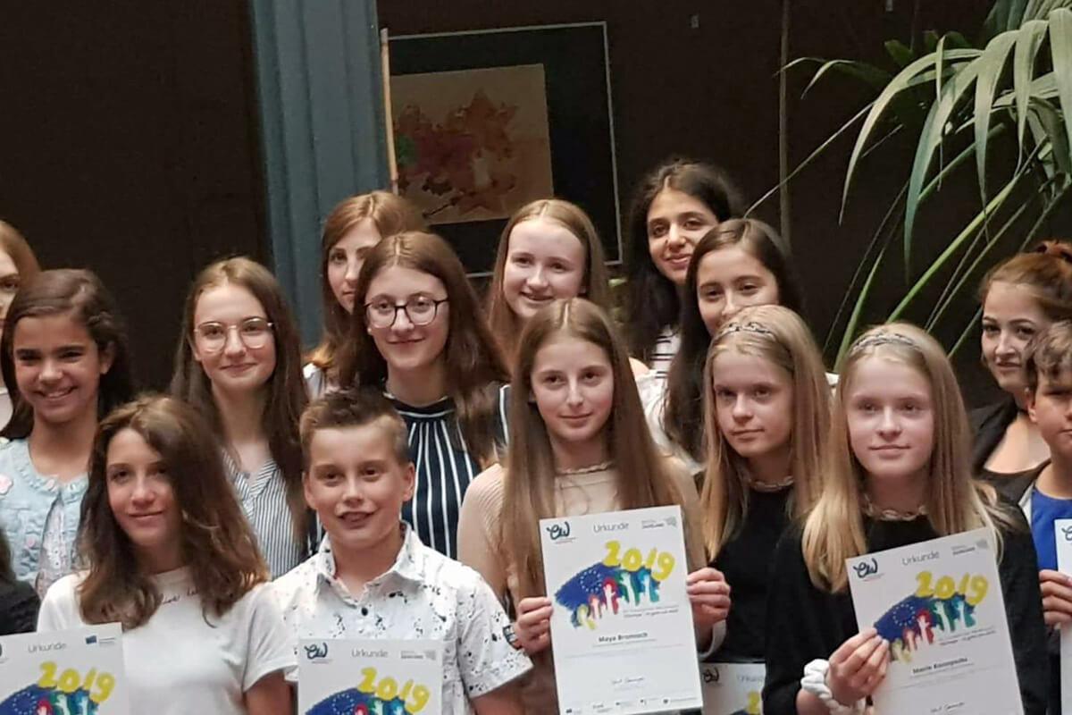 Elsa Hehn und Syrine Gharbi (9SL) Preisträgerinnen beim Europäischen Wettbewerb
