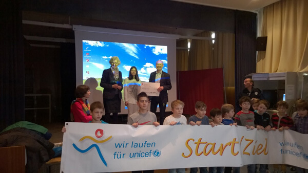 Cérémonie de remise du chèque à l'UNICEF au LFA